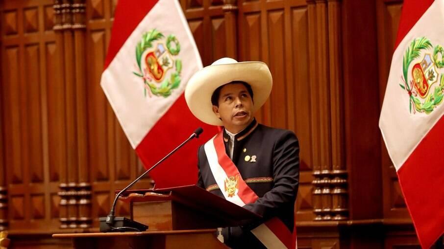Castilho assume a presidência no Peru