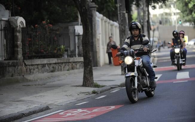 Motociclistas que utilizarem aplicativo para dar caronas em troca de dinheiro podem ser multados em até R$ 1 mil