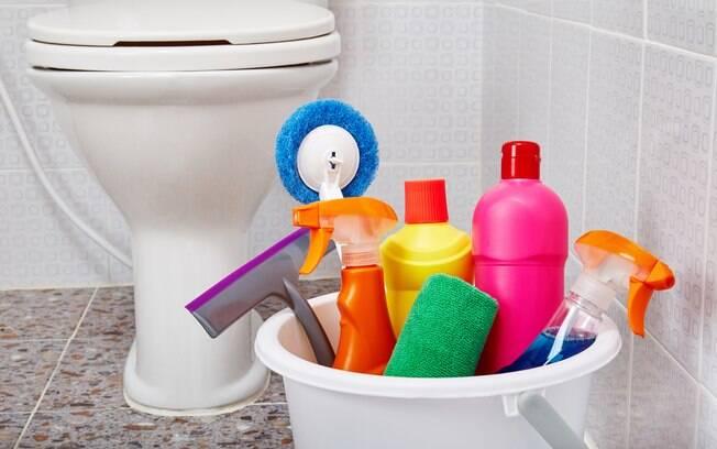 Atividades do dia a dia podem deixar o banheiro sempre limpo