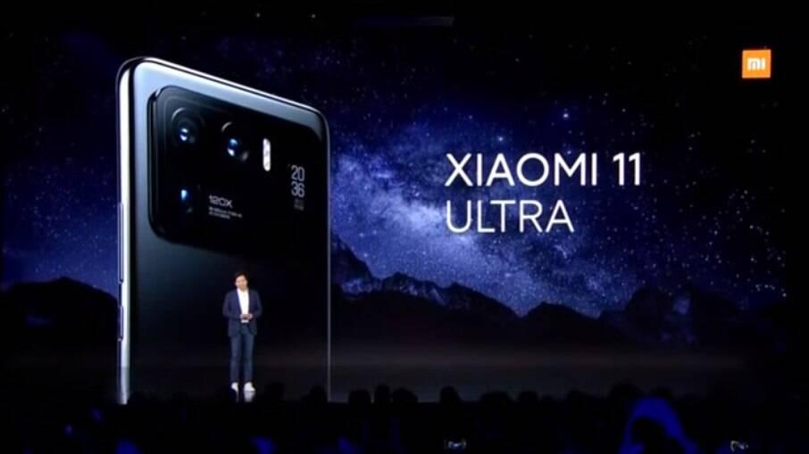 Xiaomi Mi 11 Ultra traz um design diferente.