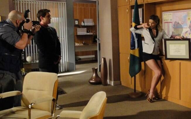 A personagem de Natalie Lamour em seu novo gabinete