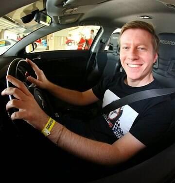 Renato Bellote é jornalista automotivo em São Paulo e editor-chefe da Garagem do Bellote TV. Sua paixão por carros começou no dia em que saiu da maternidade a bordo de um Dodge Charger R/T.