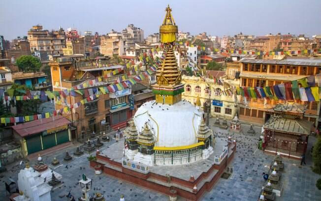 O Kathmandu, no Nepal, é destino de peregrinos budistas, mas também atrai atletas e turistas 'comuns'