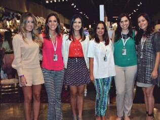 Time das blogueiras: <MC>Raquel Mattar (Las Mimas), Camila Piccini (Say I do), Juliana Santiago, Adriana Coutinho, Myriam Kalvan e Bel Ornelas (Casando em BH)