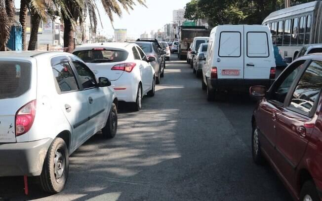 Locadoras têm falta de carros e dificuldades em compra de veículos