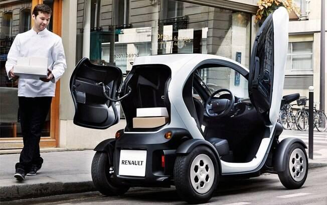 Renault Twizy tem apenas 2,32 metros de comprimento por 1,19 m de largura.  E tem cerca de 100 km de autonomia