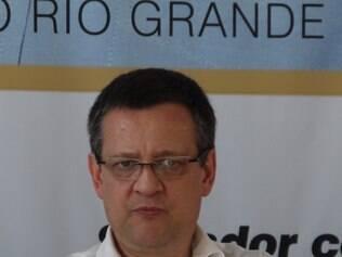 RS - ELEIÇÕES/PSB/BETO ALBUQUERQUE - POLÍTICA - O deputado federal gaúcho Beto Albuquerque, escolhido pelo PSB para integrar a chapa   presidencial do partido como vice de Marina Silva, se reúne com lideranças partidárias na   sede do PSB, em Porto Alegre (RS), nesta quinta-feira (21), em sua primeira ação como   candidato.   21/08/2014 - Foto: LUCIANO LEON/RAW IMAGE/ESTADÃO CONTEÚDO