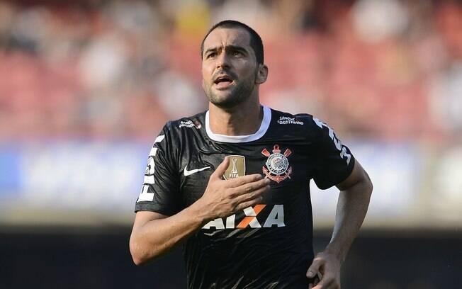 Danilo vibra após marcar um gol de placa no  clássico