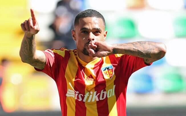 Atacante Welliton estava no Kayserispor desde 2016, mas como não recebeu salários, foi liberado pela Fifa