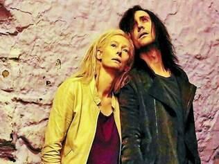 Imortais. Tom Hiddleston e Tilda Swinton confrontam pontos de vistas opostos sobre como encarar  a eternidade