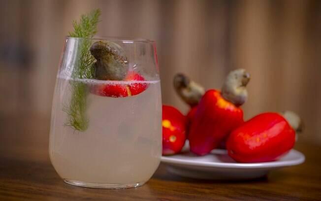 Feito com cachaça, o drink cajueiro é uma ótima opção para quem gosta da fruta com origem nordestina