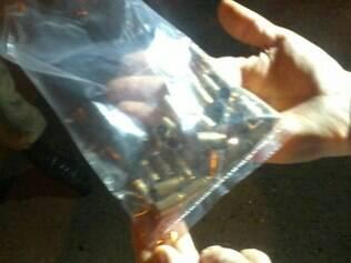 A perícia da Polícia Civil recolheu 33 cápsulas de calibre 9 mm no local do crime
