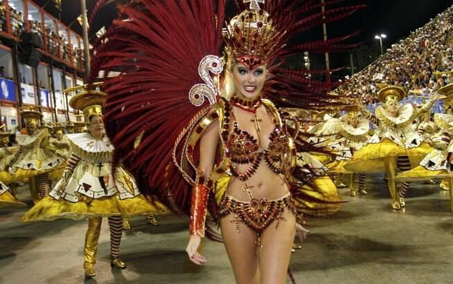 Barbara Evans estreia como musa da Grande Rio neste domingo (2)