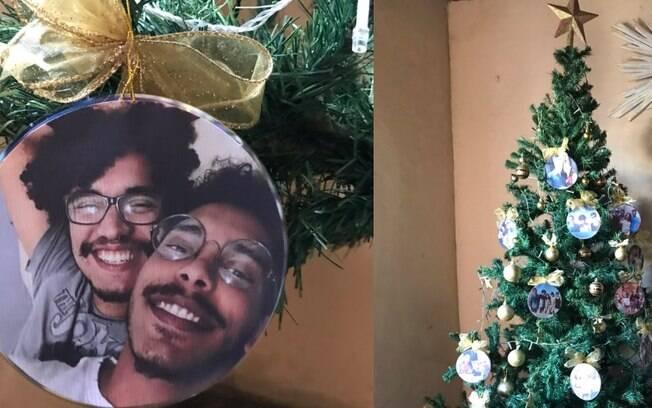 Enfeite de Natal que mostra Murilo e o namorado viralizou na rede social