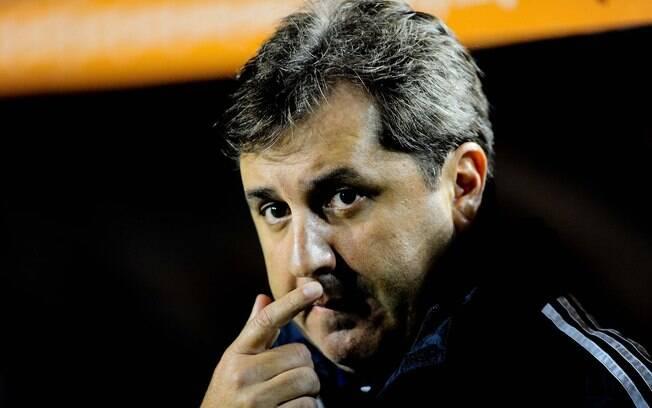 Gilson Kleina observa a estreia do Palmeiras  na Libertadores