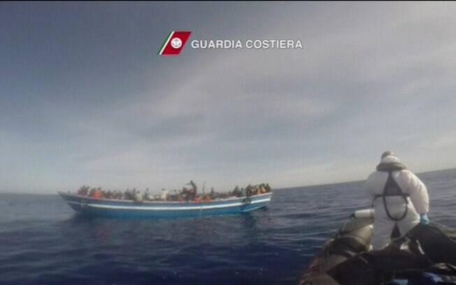 Só neste ano, pelo menos 1.750 pessoas morreram tentando cruzar o mar Mediterrâneo