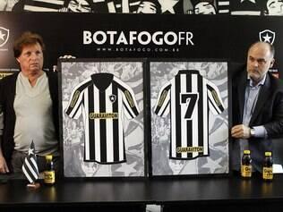 325d06d9e6 Marca de bebida ficará estampada no uniforme do clube até o fim da  temporada. Acerto foi confirmado pelo valor de R  16 milhões
