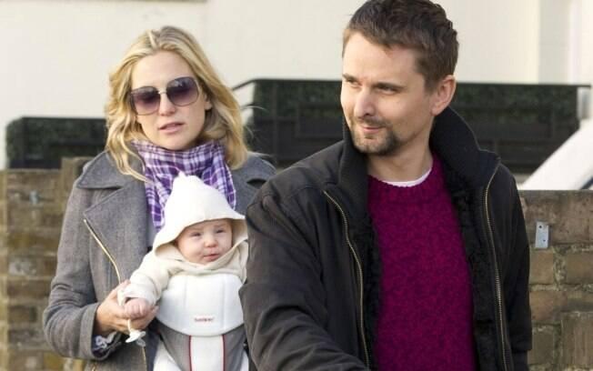 Kate Hudson com o filho e o marido em Notting Hill