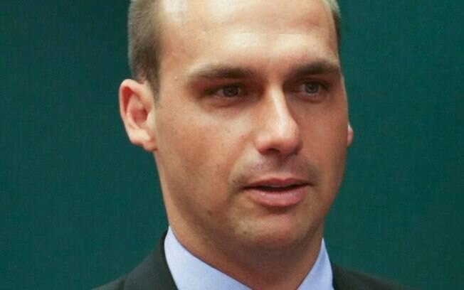 No mesmo dia em que o STF intimou Eduardo Bolsonaro, ele assumiu o cargo de líder do PSL na Câmara dos Deputados