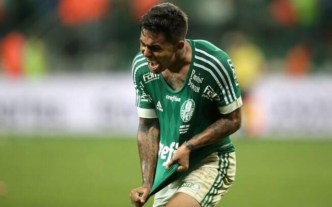 Dudu comemora o seu segundo gol