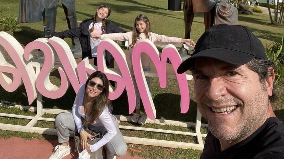 Daniel posta selfie em família