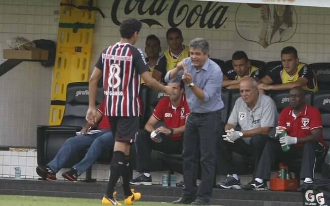 Ney Franco conversa com Ganso durante partida  do Paulistão