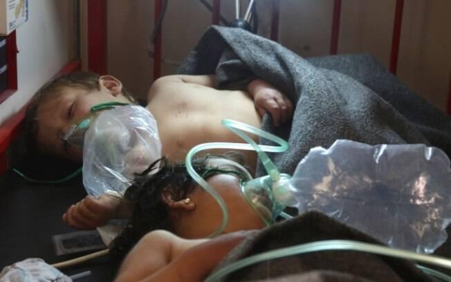 Ataque químico na Síria mata cerca de 100 pessoas e afeta mais de 500 com asfixía, convulsões e náuseas