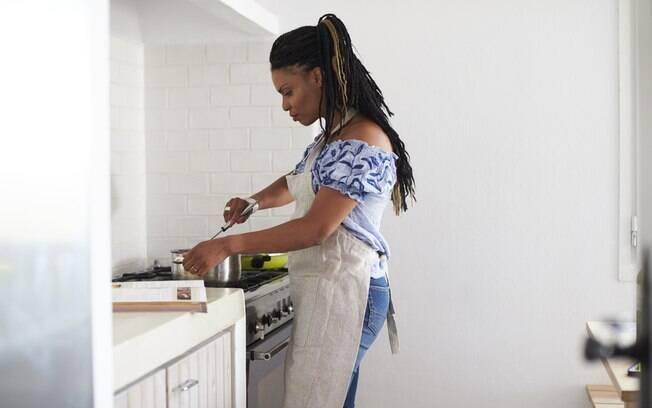 Seja para um lanche da tarde ou qualquer outra refeição, é preciso mudar hábitos se o objetivo é alimentação saudável