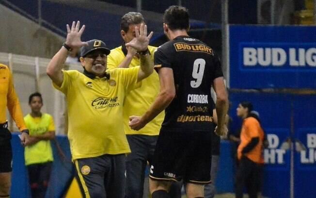 Maradona comemora gol dos Dorados