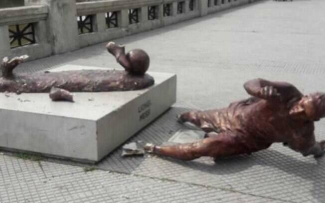 Estátua de Lionel Messi é destruída mais uma vez em Costanera Sul, Buenos Aires (ARG)