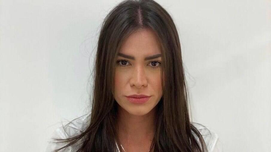 Adriana Sant'Anna responde críticas