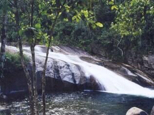 A Cachoeira do Escorrega é um dos passeios possíveis em Visconde de Mauá
