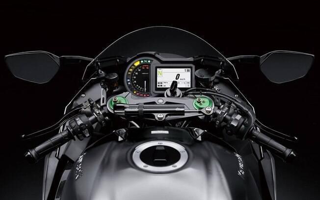 Painel digital presente em todas as versões da Kawasaki Ninja H2, que mostra tudo sobre a moto e a condução