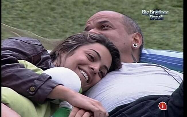 Monique e João Carvalho se divertem na tarde desta sexta-feira (16)