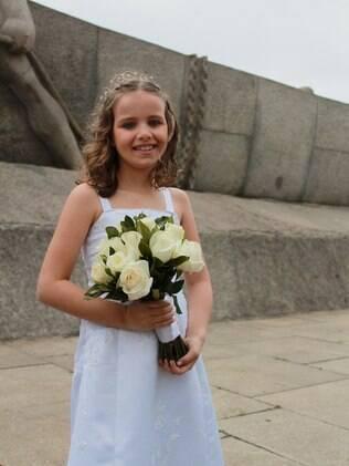 Gabriela, 8 anos, foi à parada acompanhada da mãe