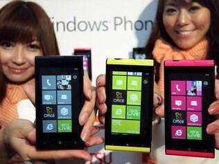 Windows Phone, da Microsoft, já está em aparelhos da HTC, LG e Samsung