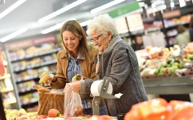 Para assistente econômica da CNC, intenção de consumo das famílias segue em recuperação lenta, porém progressiva