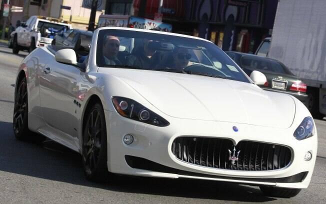 Katy Perry fazendo um test drive em Los Angeles nessa terça-feira (14)