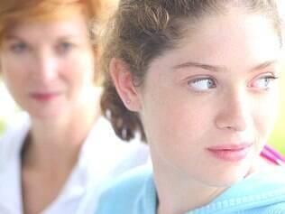 Mãe e filha: postura dos pais pode resolver muitos conflitos da adolescência