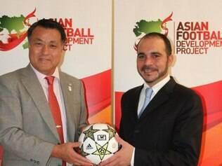 Al Hussein (dir) fez duras críticas à gestão atual da Fifa e defende mudanças
