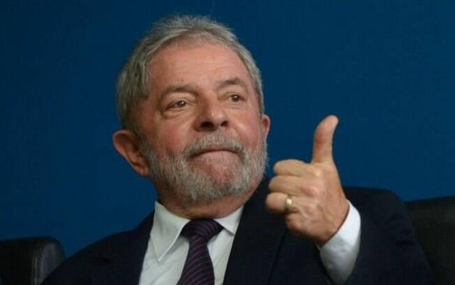 """Lula: """"Não podia continuar nascendo criança sabendo quem seria pedreiro e quem seria engenheiro"""