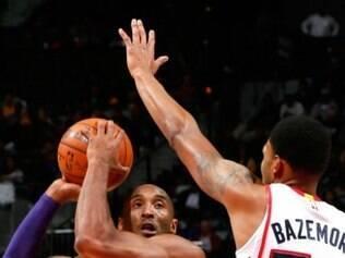 Os 28 pontos marcados por Bryant ajudaram o Lakers a derrotar o Atlanta Hawks, por 114 a 109