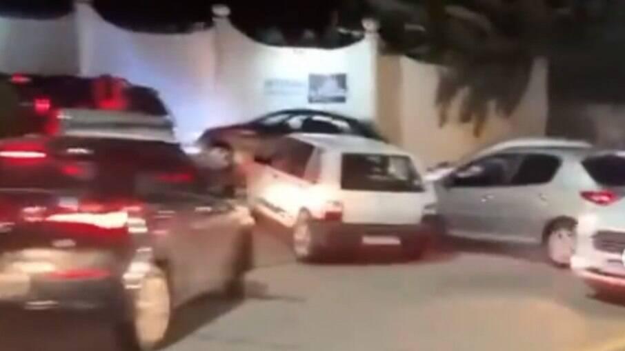Congestionamento na entrada de motel de Salvador