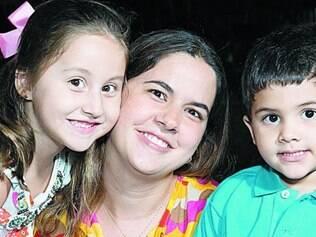 Aprendizado. A mãe e blogueira Gabriella Brandão, 34, não se arrepende dos castigos aplicados nos filhos Antônio Pedro, 4, e Luisa, 6