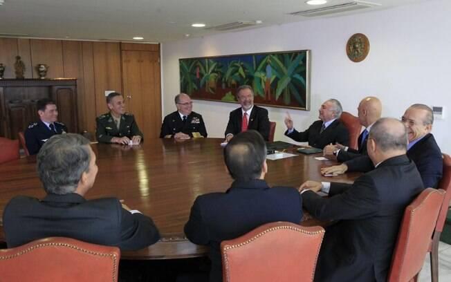 Além de lideranças militares, estiveram presentes na cerimônia os ministros da Defesa e da Justiça