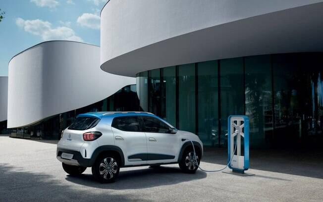 Renault Kwid elétrico poderá ser recarregado em estações de recargas rápidas ou em tomadas domésticas