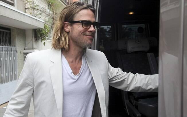 Brad Pitt e Angelina Jolie foram só com o filho Pax ao restaurante. O menino foi adotado pelo casal em 2007