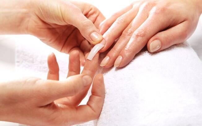 Segundo estudo, a quantidade de alergia após procedimento de alongamento de unhas aumentou no Reino Unido e Irlanda