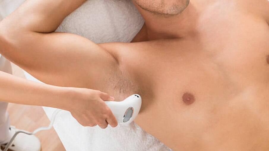 As axilas são uma das regiões mais depiladas pelos homens