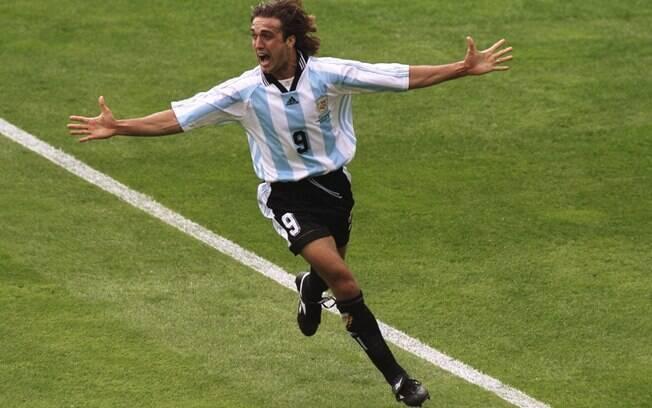 Gabriel Batistuta defendeu a seleção  argentina nas Copas do Mundo de 1994, 1998 e 2002,  e foi especulado como reforço do Flamengo